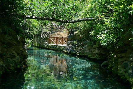Rio dentro del parque ecológico Xcaret. Fotografía de jordillar