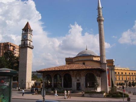 Plazoleta central Tirana