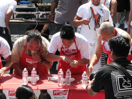Concurso de comer Balut en San Francisco