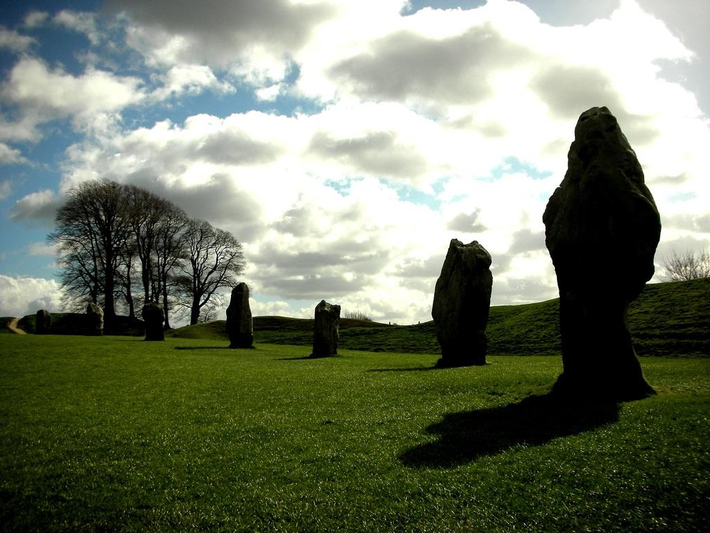 Avebury, círculos de piedras místicos - Ser Turista