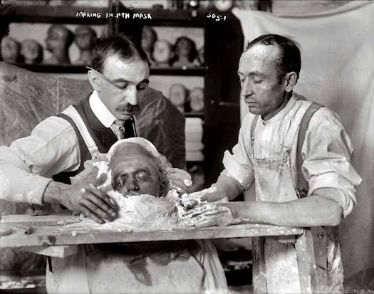Fabricando una máscara funeraria