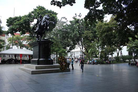 Plaza Bolívar y Hugo Chávez