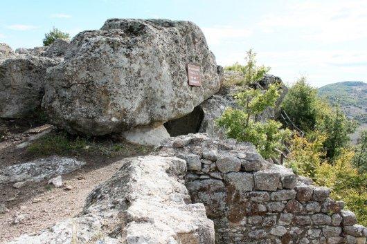 Antiguos santuarios, leyendas y entorno. Tatul-2-530x353