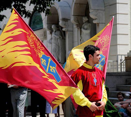 lanzamiento de banderas