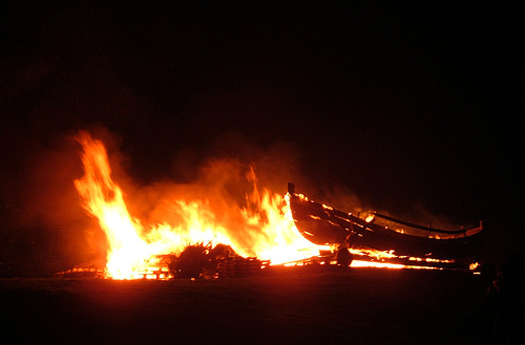 Quema de Barco Vikingo en Escocia