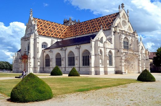 Iglesia de San Nicolas de Tolentin de Brou 1